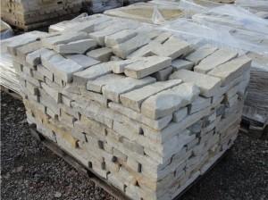 Piaskowiec - kamień rzędowy na palecie