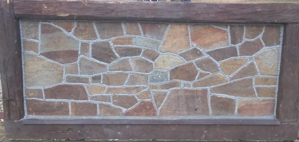Gnejs poligonalny brązowy jako panel ogrodzeniowy