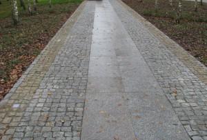 Podjazd i chodnikhttp://www.urok-kamienia.pl/wp-content/uploads/2013/03/Wykorzystanie-piaskowca-kwarcowego-300x225.jpg z granitu