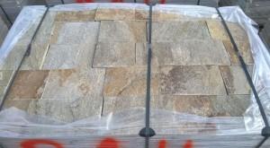 Gnejs szaro-rudy z brązem łupany formatowany czterostronnie