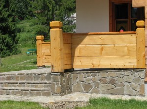 Taras i schody z płytek elewacyjnych z piaskowca