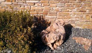 Kamień murowy w ogrodzie 2