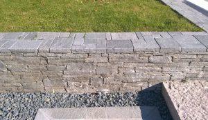 Kamień murowy w ogrodzie 3