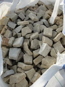 Kamień rzędowy - granit żółty w big-bagu