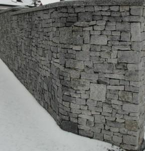 Ogrodzenie z granitu łupanego