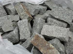 kamień murowy granit szaro-rudy 7x7x10-20