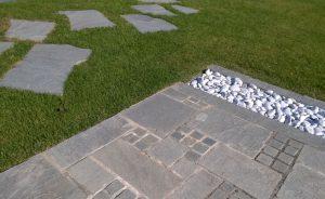 płyty kwarcytowe jako ścieżka i patio