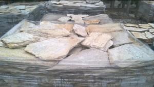 Gnejs beżowo-brązowy mozaikowy łupany nieregularny – poligonalny 2