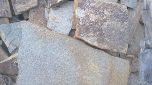 Gnejs metaliczny mozaikowy łupany nieregularny – poligonalny 2