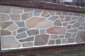 Gnejs metaliczny mozaikowy łupany nieregularny – poligonalny - panel ogrodzeniowy