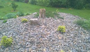 Kora gnejsowa i bryły kamienne z gnejsu