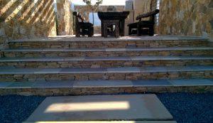 Patio kamienne w stylu greckim